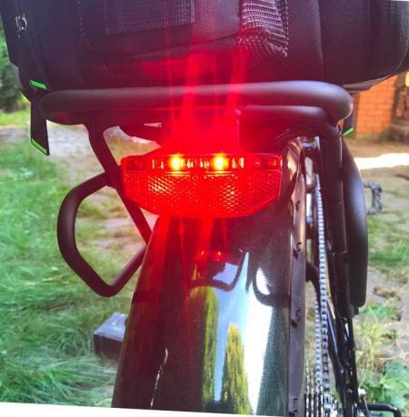 """красный светодиодный фонарь на складном электровелосипеде """"ХАСКИ"""" - фэт байк"""